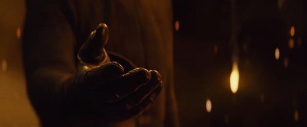 Kylo Ren tend la main à Rey