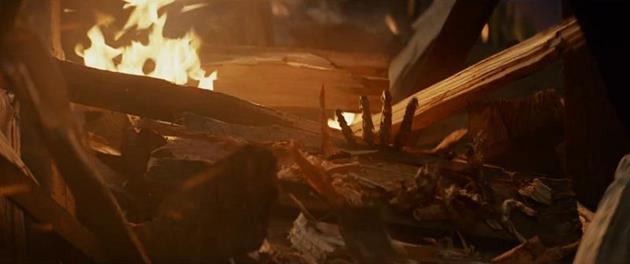 Luke et D2 se rapprochent d'un batiment en feu