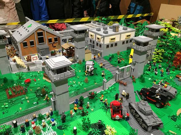 Vue aérienne de la prison en LEGO