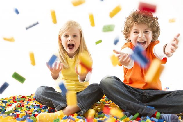 Les enfants et les LEGO