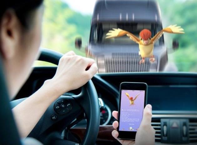 Risque d'accident / Ne pas jouer en voiture