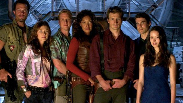 Le casting de la série Flash chante a cappella le générique de Firefly : En remerciement à Joss Whedon. Découvrez pourquoi...