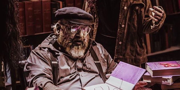 George R. R. Martin en guest zombie de lui-même dans la saison 2 de Z-Nation : Parodie? caméo? l'auteur souhaite faire passer un message à ses fans