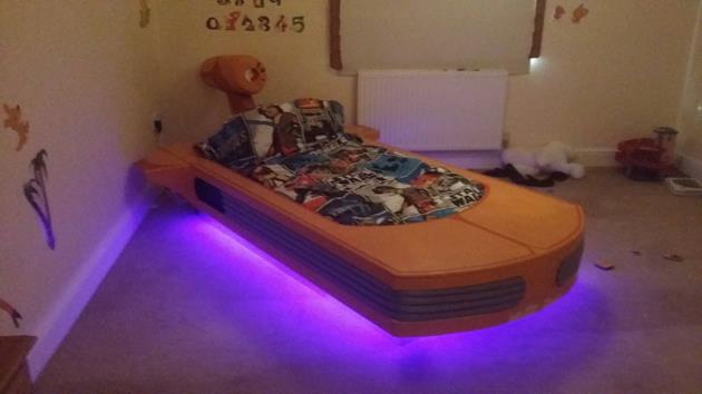 construire un lit landspeeder pour son fils c 39 est possible actualit scifi universe. Black Bedroom Furniture Sets. Home Design Ideas