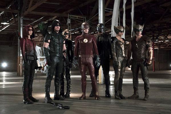 Les héros de la CW prennent la pose pour le prochain crossover Arrow/Flash : Découvrez qui va les rejoindre