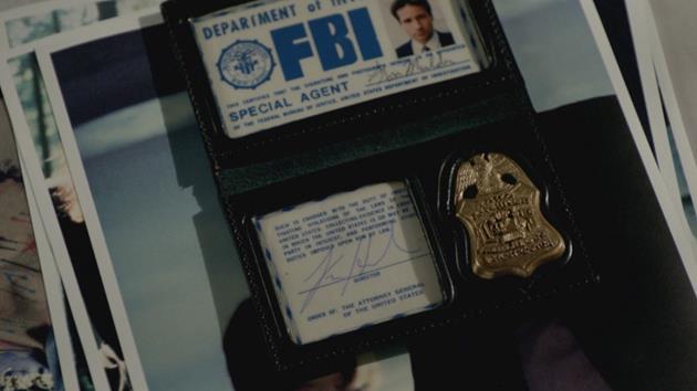 The X-Files : La première minute de la saison 10 dévoilée en guise d'intro : Rétrospective sur l'obsession de Fox Mulder et 10 ans d'affaires non classées