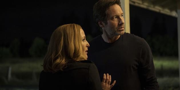 Chris Carter explique pourquoi il a changé l'ordre des épisodes dans X-Files : X-files : L'épisode 2 devient l'épisode 5
