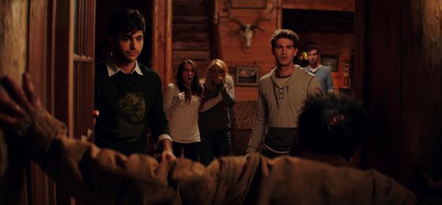 Le trailer du remake de Cabin Fever approuvé par Eli Roth est là et c'est un carnage ! : Un conseil, ne partez pas en vacances vous isoler dans les bois
