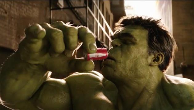 Hulk et Ant-Man se battent pour... une canette de Coca : Le Super Bowl de cette année veut nous rafraichir la mémoire... et le gosier