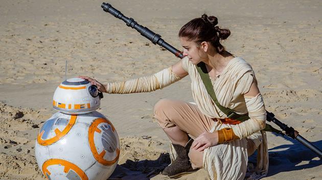 Star Wars Celebration 2016 : vidéo des 32 plus beaux Cosplays inspirés par Rey : On ne sait toujours pas qui est Rey mais on connait bien son costume