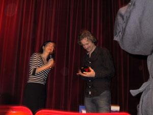 Jens Lien recevant ses prix à l'avant première de Norway of Life