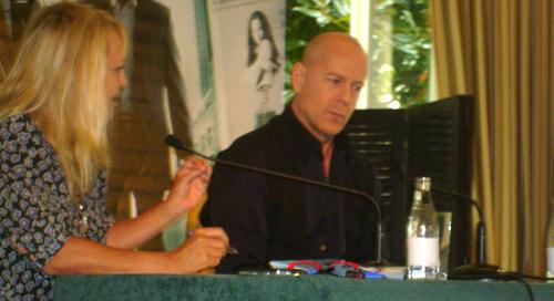 Conférence presse de Clones