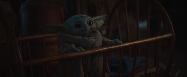 Bébé Yoda dans son berceau