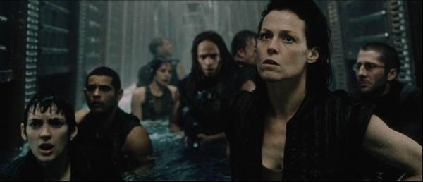Alien resurrection: Call (Winona Ryder), Distephano (Raymond Cruz), Christian (Gary Dourdan) et Ellen Ripley (Sigourney Weaver)