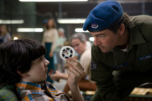 Joel Courtney et Kyle Chandler dans Super 8