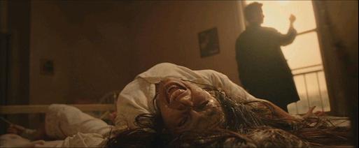 Constantine: John Constantine (Keanu Reeves) est exorciste