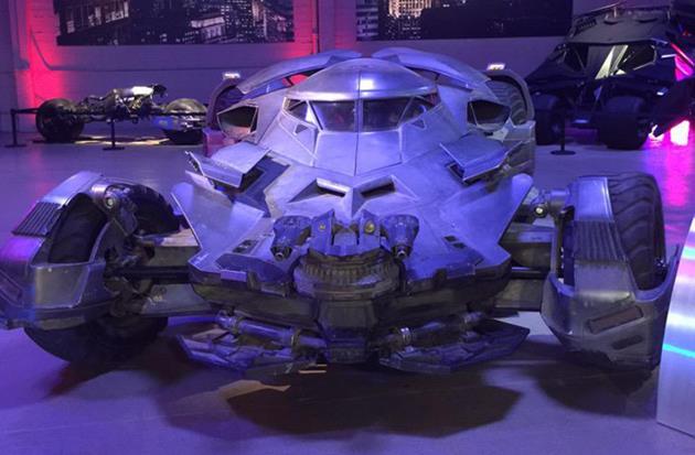 La nouvelle batmobile exposée aux studios Warner
