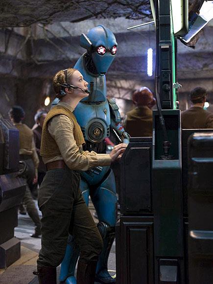 Dans la base rebelle, toute aide est la bienvenue