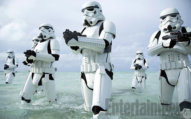 Des stormtroopers en train de débarquer depuis l'océan