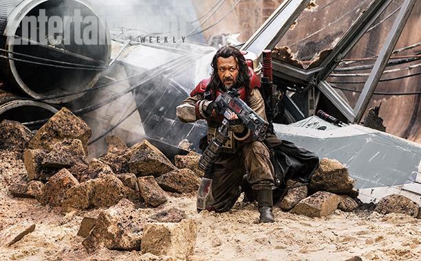 Un rebelle près de son X-Wing écrasé au sol