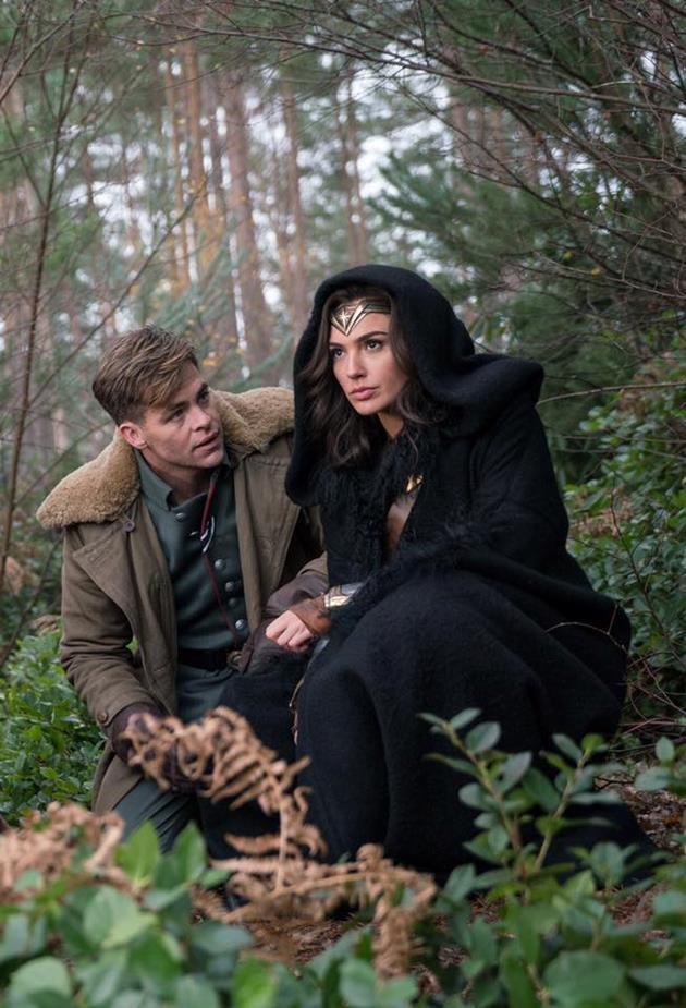 Wonder Woman se cache dans la forêt