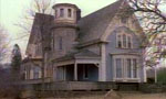Voir la critique de La maison près du cimetière : La maison du damné.