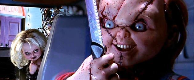 La célèbre poupée est de retour dans ce premier clip de Curse of Chucky : Ce n'est qu'une poupée, qu'est-ce qui pourrait bien arriver ?