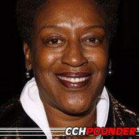 CCH Pounder  Actrice, Doubleuse (voix)