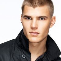 Chris Zylka  Acteur