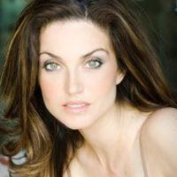 Elena Lyons  Actrice