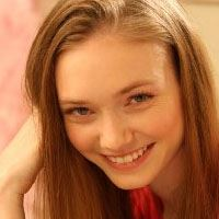 Eleanor Tomlinson  Acteur