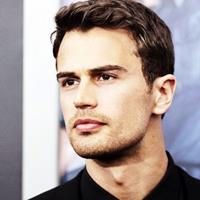 Theo James  Acteur